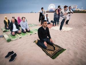 Muslim and Jews pray together
